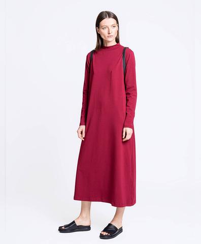 Платье с горлом бордо
