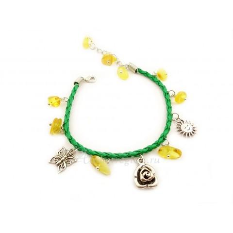 Браслет с янтарем на кожаном шнурке зелёный