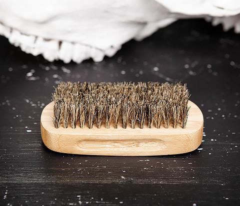 Крупная щетка для бороды из дерева