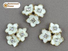 Металлический декор Молочные тройные цветы со стразой