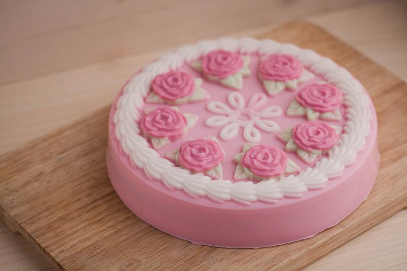 Мыло Торт с розами. Пластиковая форма