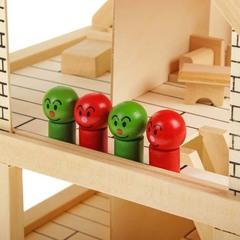 Игрушечный деревянный дом с набором для изготовления штор и обоями