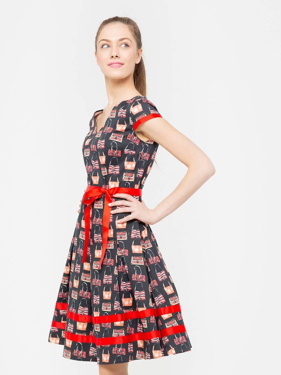 Платье З175-359 - Женственное платье из хлопка с отделкой и поясом из репсовой ленты в тон основного рисунка. Оригинальный принт привлечет к себе взгляды, не оставив вас не замеченной. Классические линии кроя идеально обрисовывают женственный силуэт. Отличный вариант на лето.
