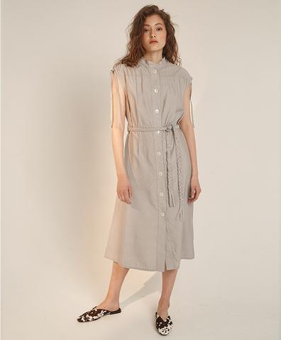 Платье с поясом-косичкой серое