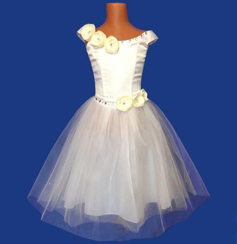 Белое платье  с цветами камелия айвори