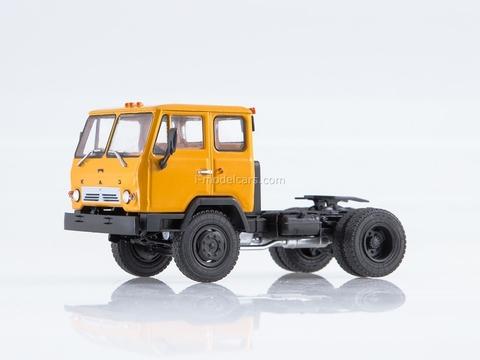 KAZ-608V road tractor yellow 1:43 AutoHistory