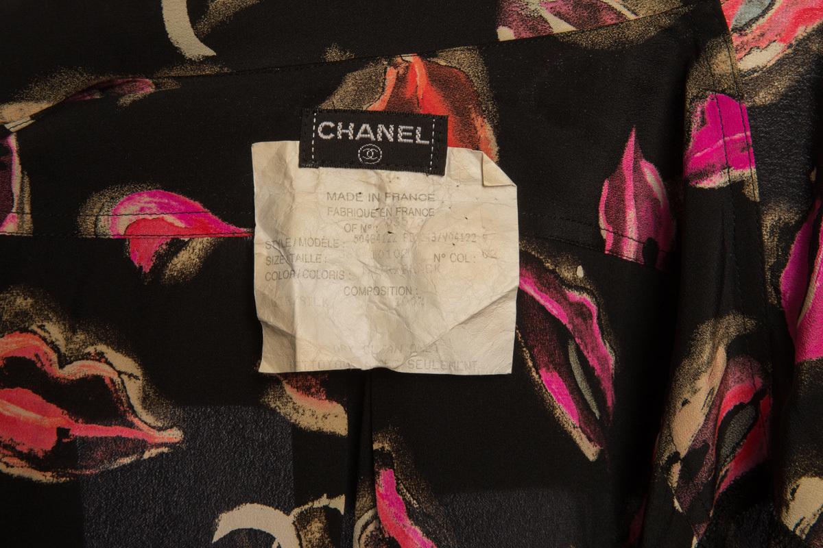 Стильный шелковый комплект с оригинальным принтом от Chanel, 36 размер