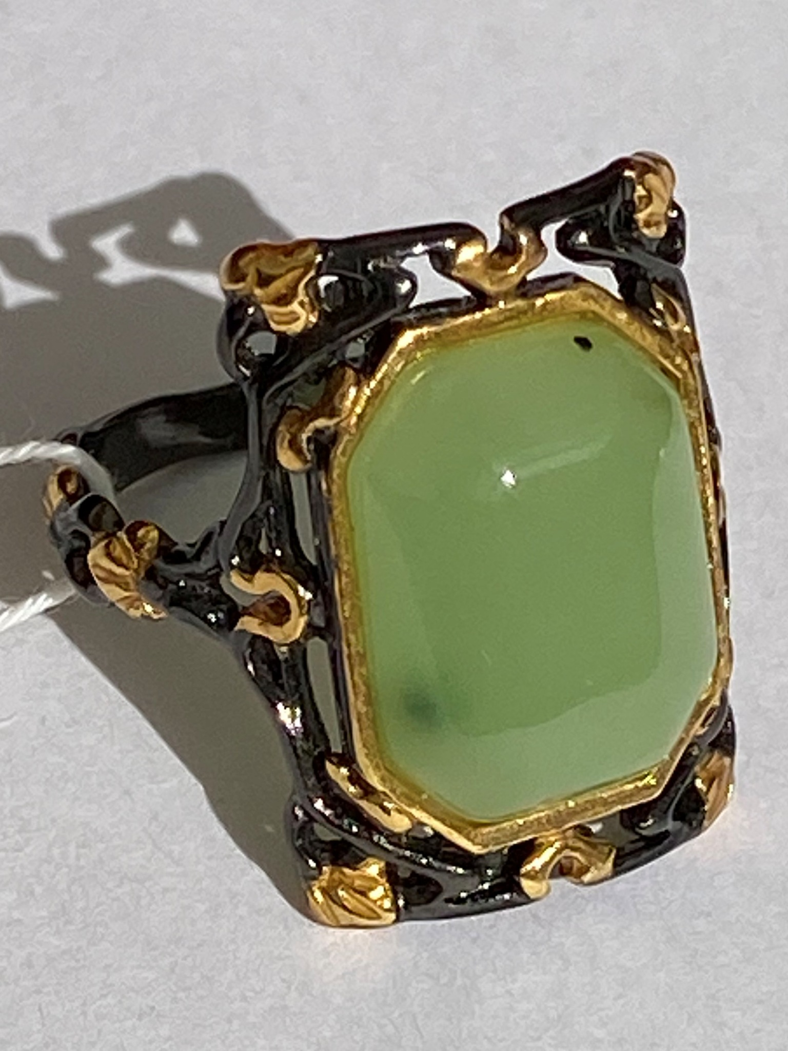 Динара- нефрит (кольцо из серебра)