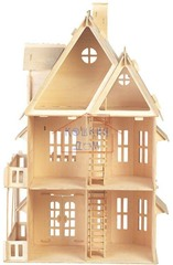 Большой деревянный домик в готическом стиле с набором для изготовления штор и обоями