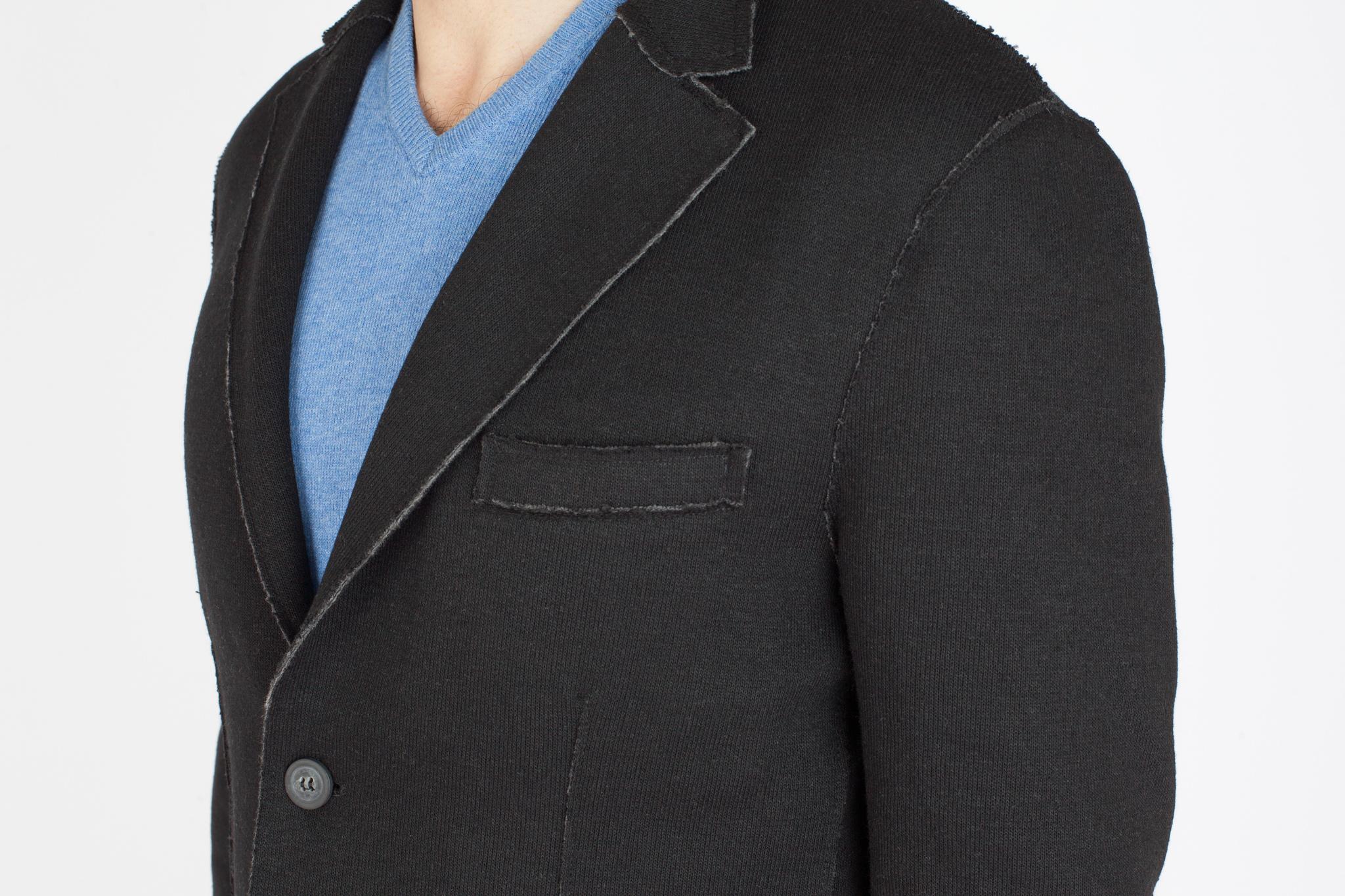 Чёрный трикотажный пиджак, нагрудный карман