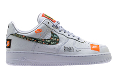 kupit-muzhskie-krossovki-nike-air-force-1-just-do-it-white-belye