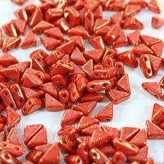 Бусина Tango Треугольник с 2 отверстиями, 6 мм, красная с золотым рисунком