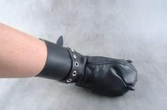 Бондажные рукавицы