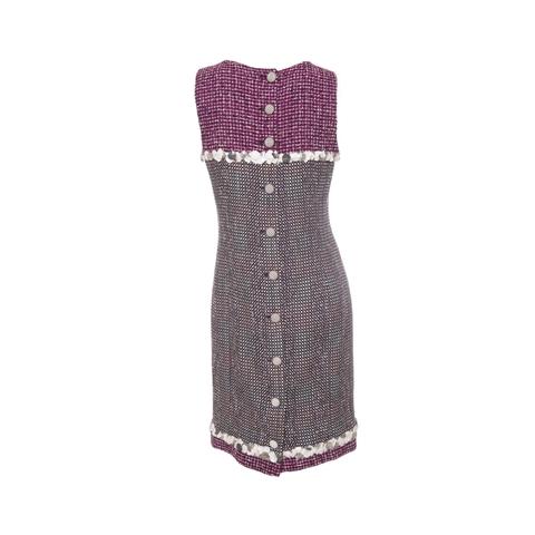 Элегантное платье от Chanel из твида фиолетового цвета, украшенное белыми пайетками, 40 размер.