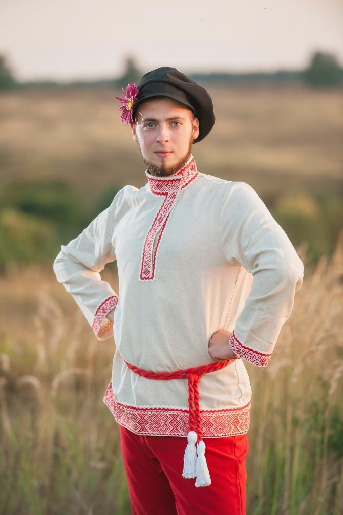 Мужской русский костюм Раздолье приближенный фрагмент