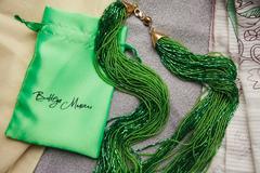 Бисерное ожерелье из 36 нитей зеленое длинное