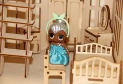 Большой деревянный домик в готическом стиле с полным набором мебели