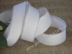 Лента репсовая Белая с люрексовой серебряной каймой 25 мм (намотка 10 м)