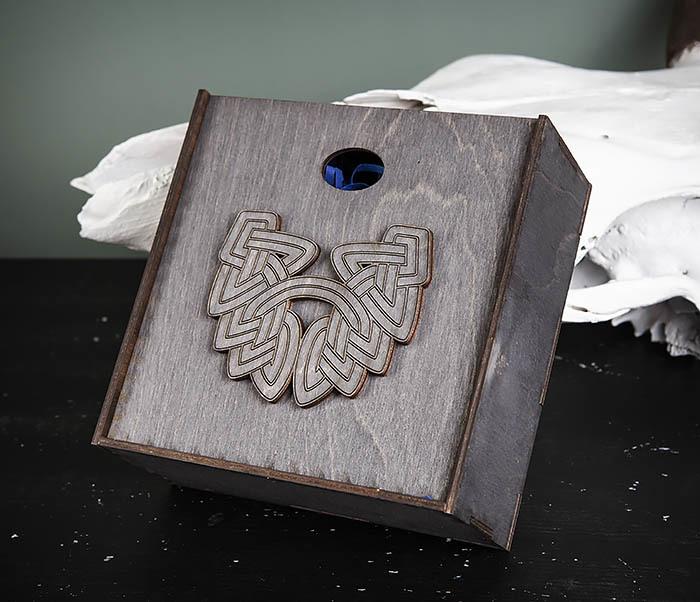 BOX218-1 Подарочная коробка из  дерева с бородой (17*17*7 см) фото 04