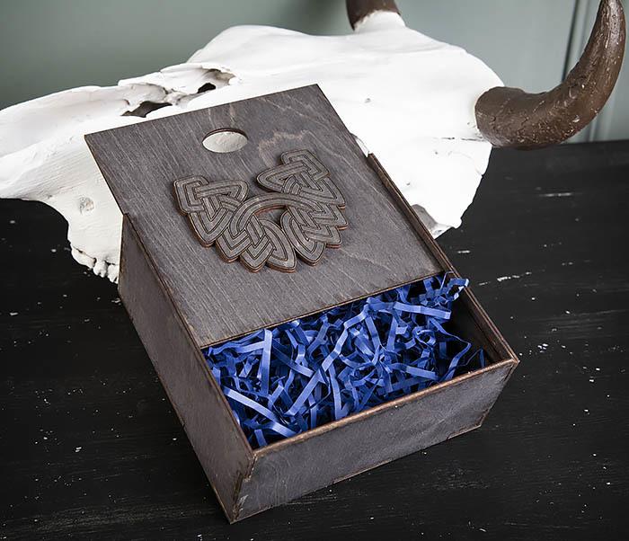 BOX218-1 Подарочная коробка из  дерева с бородой (17*17*7 см) фото 05