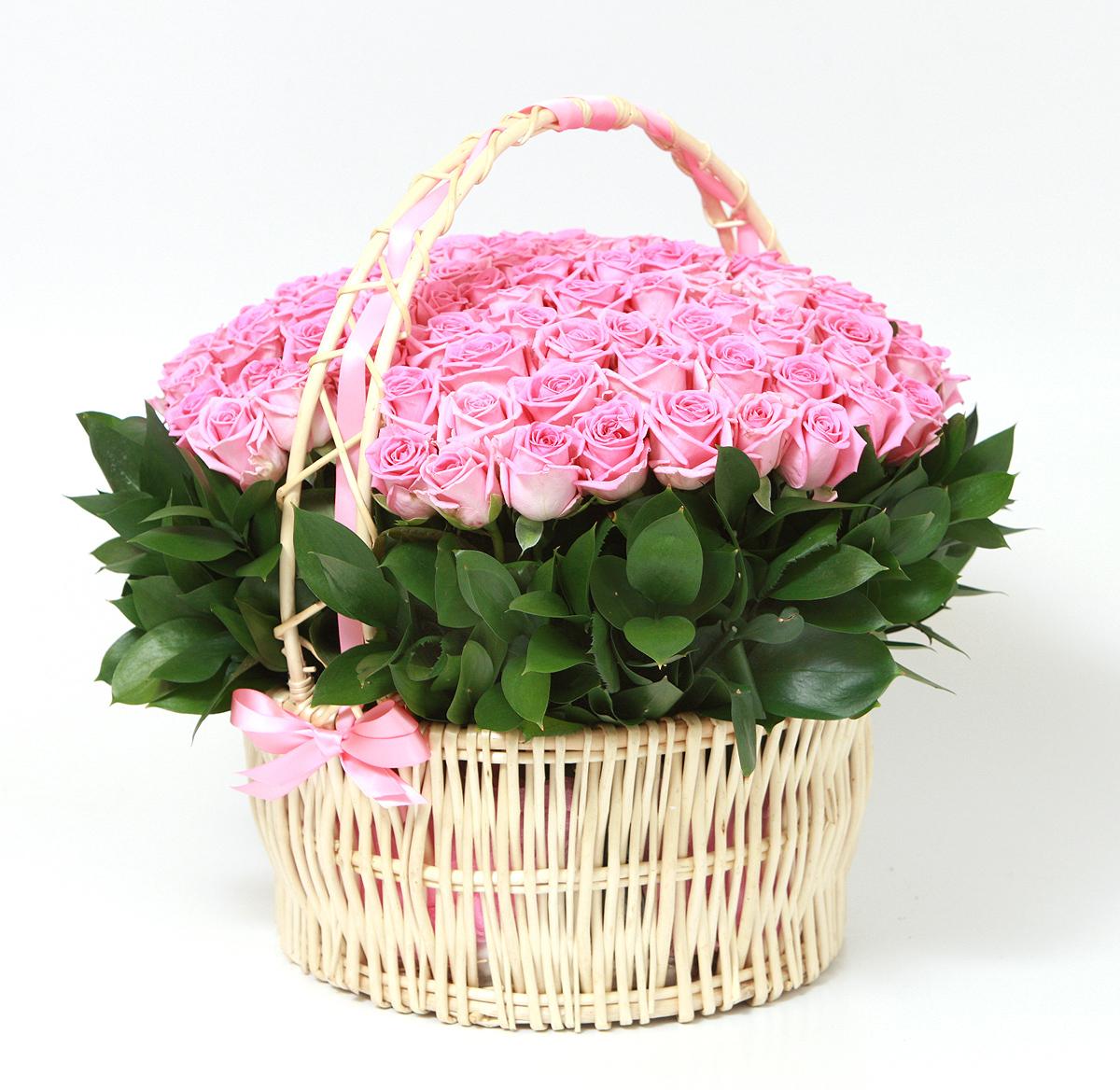 Новый год, открытка с букетом роз в корзине