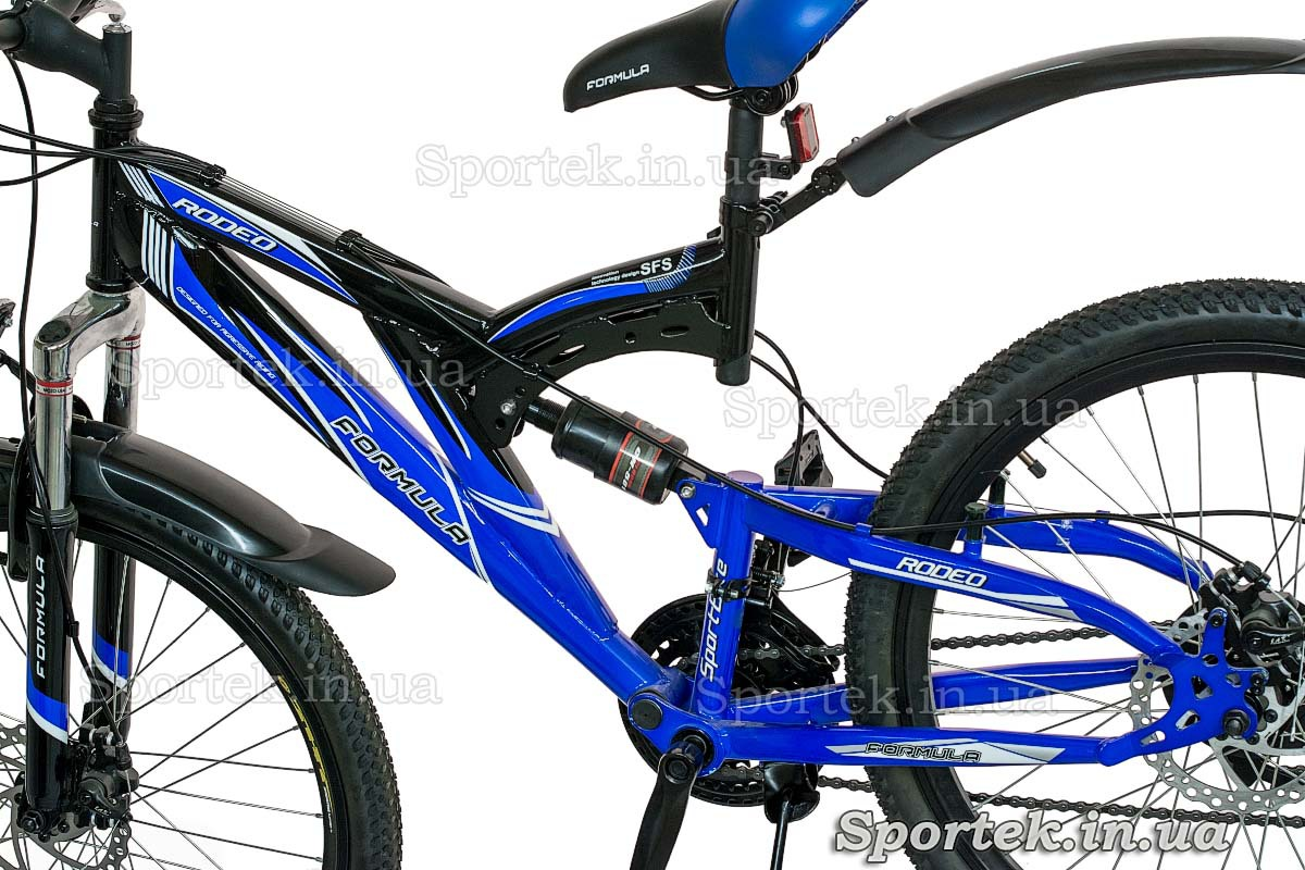Рама с задним амортизатором (вид слева) горного универсального велосипеда Формула Родео (Formula Rodeo DD 2015)