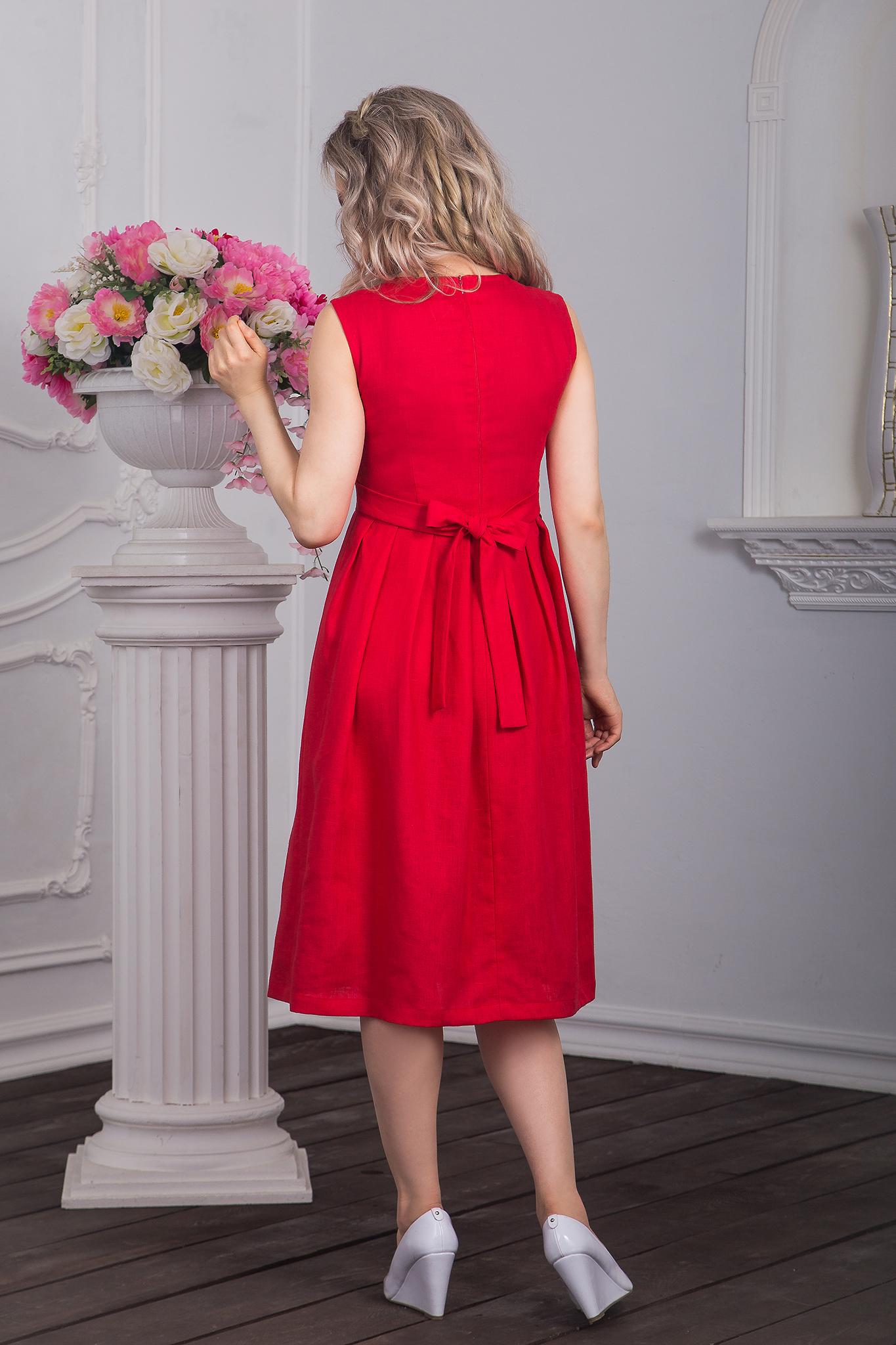 Фотография сзади русского платья Красна девица