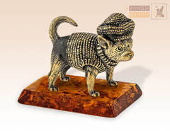 Собака - бабушкин Чих (чихуахуа) на янтаре