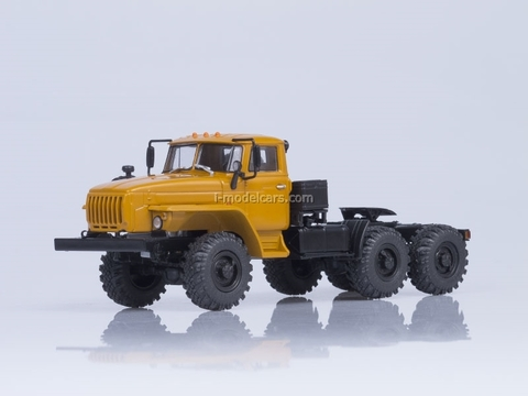 Ural-44202-0311-31 road tractor engine YaMZ-238 AutoHistory 1:43