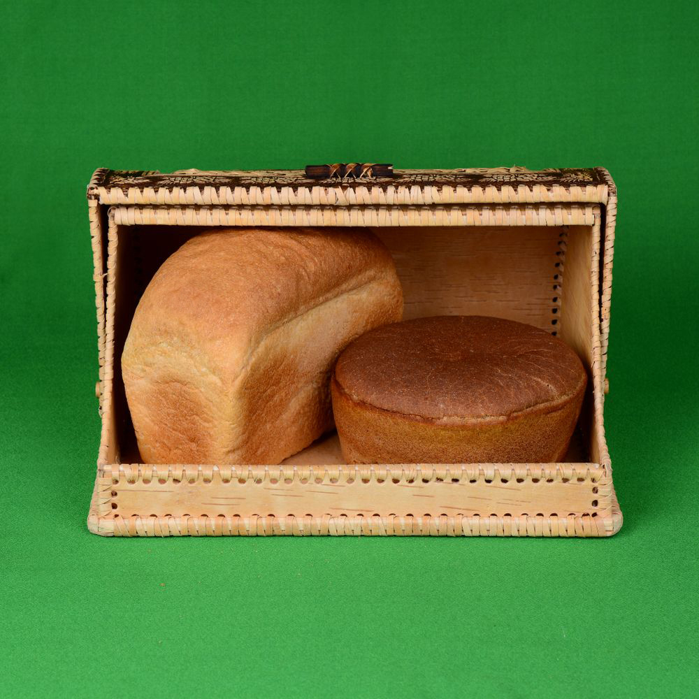 277. Хлебница шлем Бабушка, с хлебом.