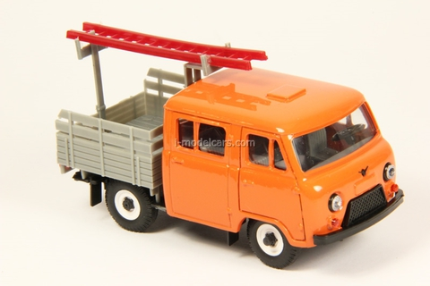 UAZ-39094 Farmer Emergency Service with ladder plastic orange Agat Mossar Tantal 1:43