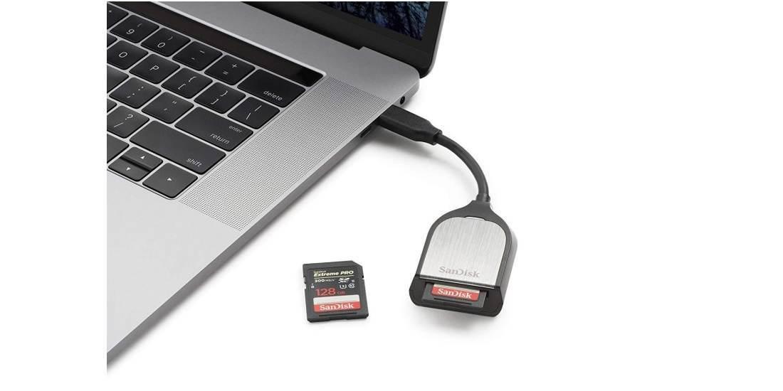 Устройство чтения/записи флеш карт SanDisk Extreme Pro, SD UHS-I, UHS-II, USB Type-C 3.0 подключен к ноутбуку