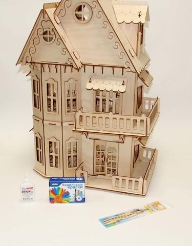 Большой деревянный домик в готическом стиле с набором для раскрашивания и клеем