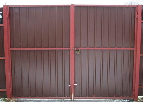 Распашные ворота из профнастила 3000Х2000