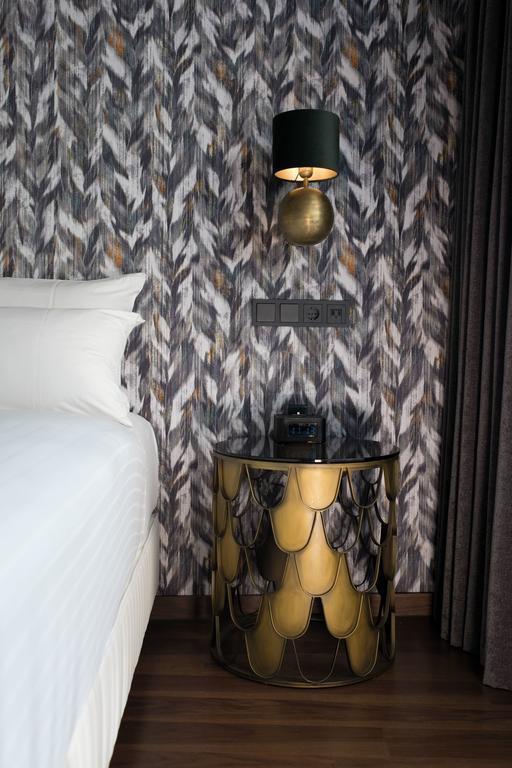 Журнальный столик Eichholtz 110038 L'indiscret в интерьере отеля Apollo Hotel Amsterdam