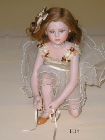 Кукла фарфоровая коллекционная Marigio Rebecca 31 см