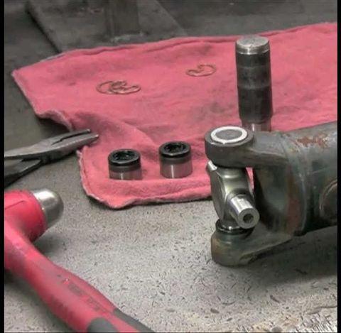 Замена крестовин карданного вала Nissan Navara