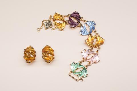 Изысканный комплект с оригинальными декоративным стеклом от Judy Lee.