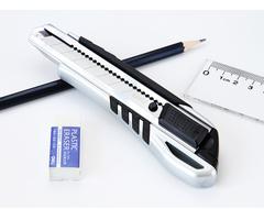Нож канцелярский DELI большой с цинковым корпусом