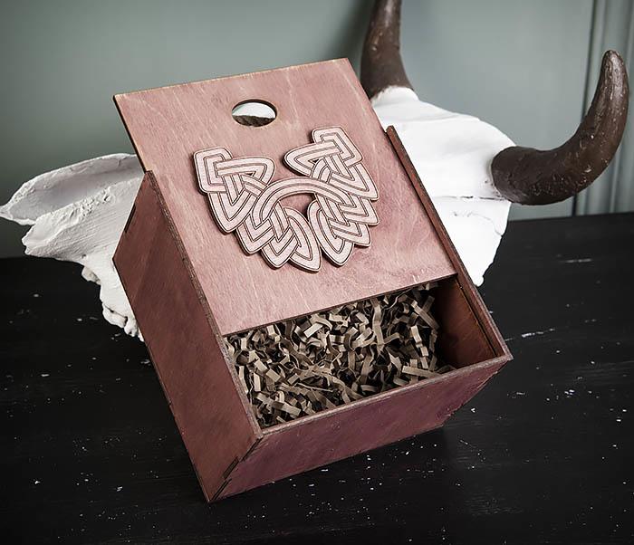BOX217-3 Фиолетовая фирменная коробка с ручками (17*17*10 см) фото 04