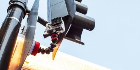 Крепление - присоска Joby Suction Cup & GorillaPod Arm пример крепления