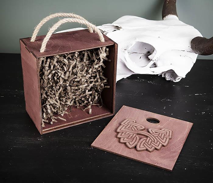 BOX217-3 Фиолетовая фирменная коробка с ручками (17*17*10 см) фото 05