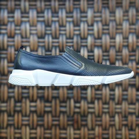 Мужские кроссовке на облегченной подошве