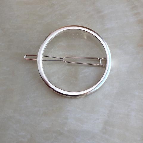 Заколка в виде круга, серебряный цвет
