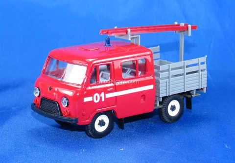 UAZ-39094 Farmer firefighter with ladder plastic Agat Mossar Tantal 1:43