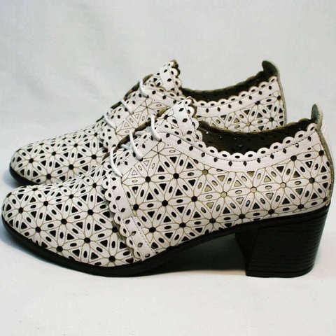 Закрытые босоножки на толстом каблуке. Летние полуботинки дерби женские Arella-White.