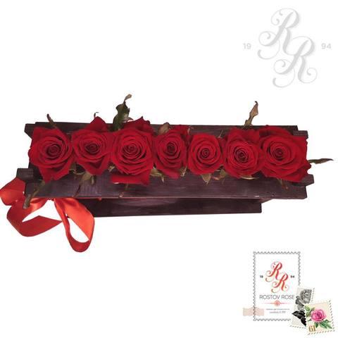 7 красных роз в пробирке