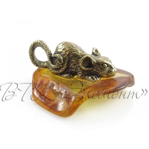 Мышка латунная на янтаре