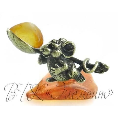 Мышка латунная с ложкой на янтаре