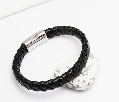 Плетеный мужской браслет из натуральной кожи черного цвета (21 см)